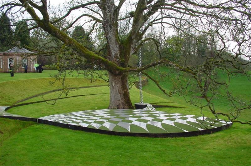 Сад космических спекуляции, Шотландия
